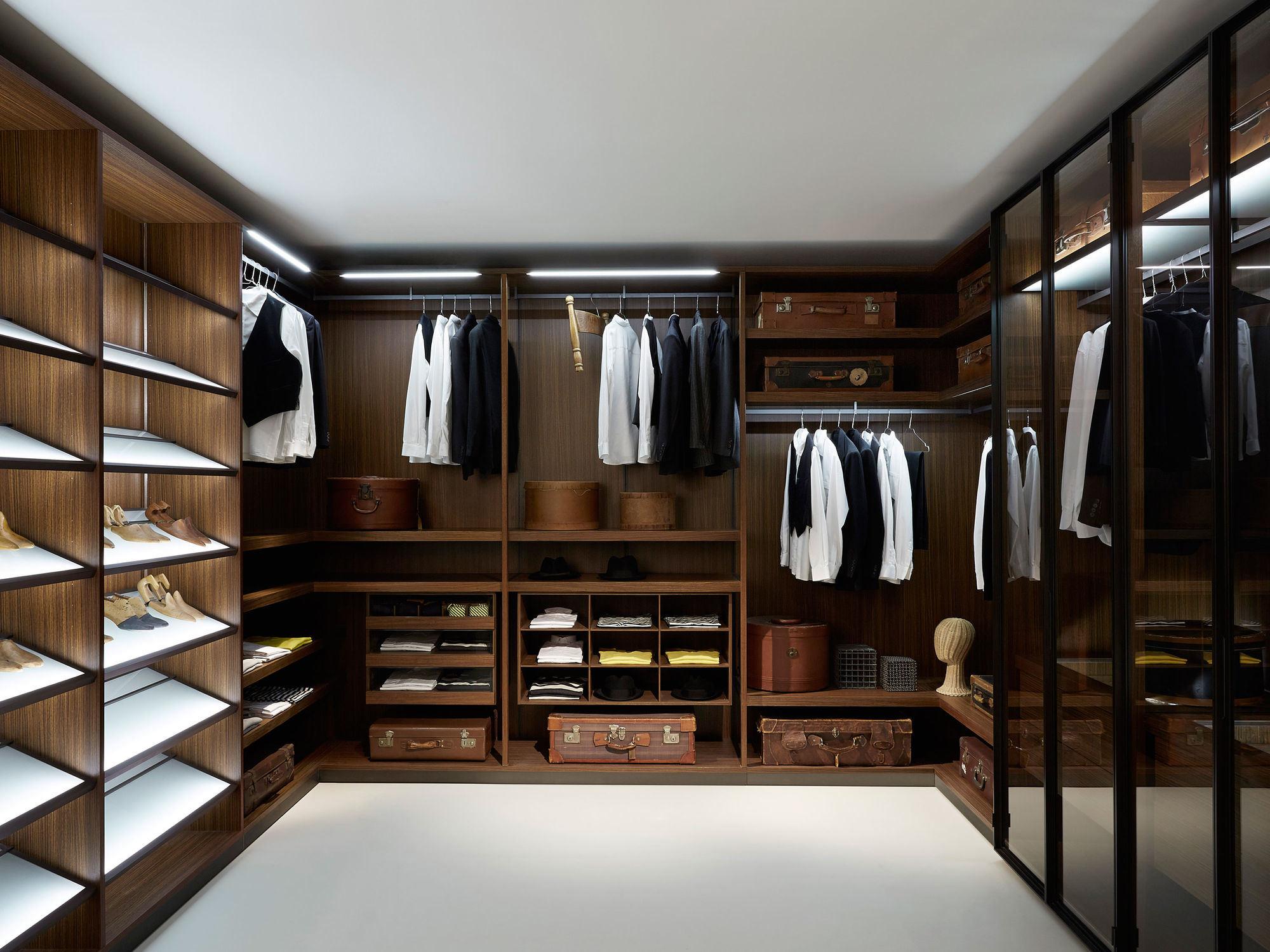 сейфы в гардеробных на заказ